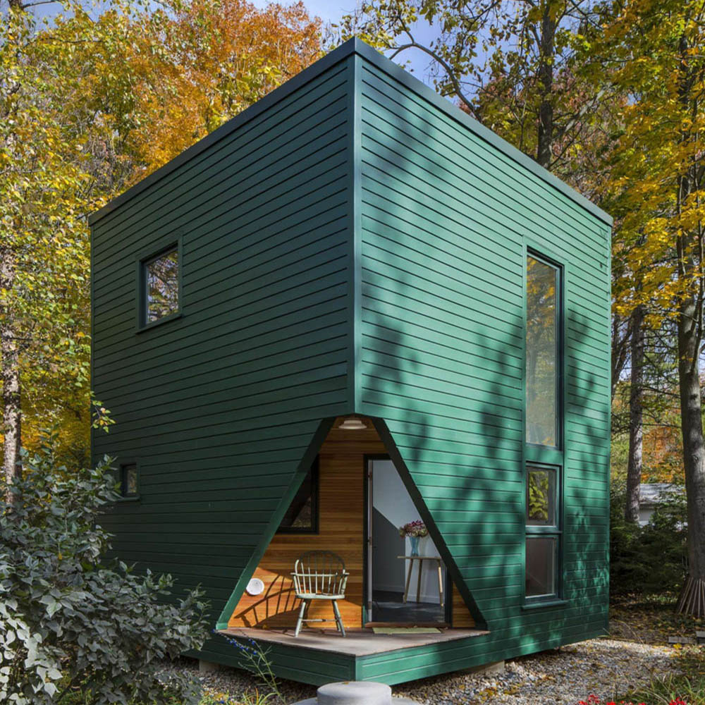 Modern Michigan guesthouse by SMNG Architects